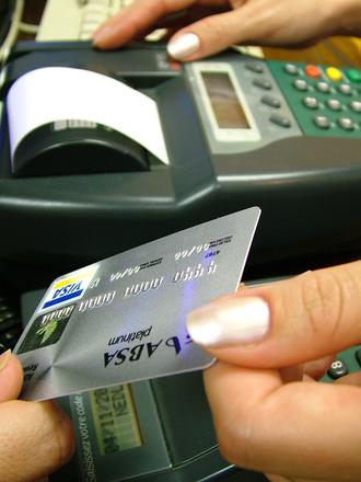 Bolehkah Transaksi Menggunakan Kartu Kredit Orang Lain Simulasikredit Com