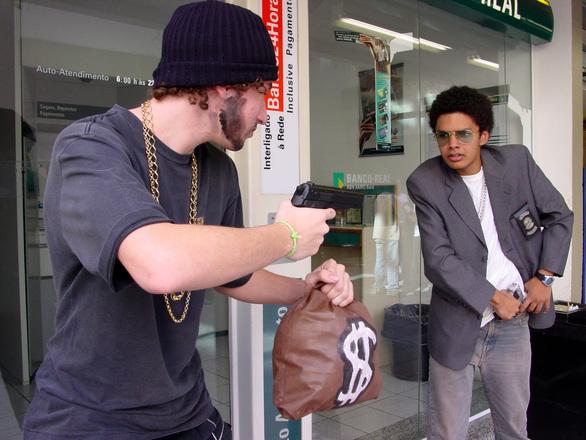 Kejahatan Berupa Pencurian Identitas Identity Theft
